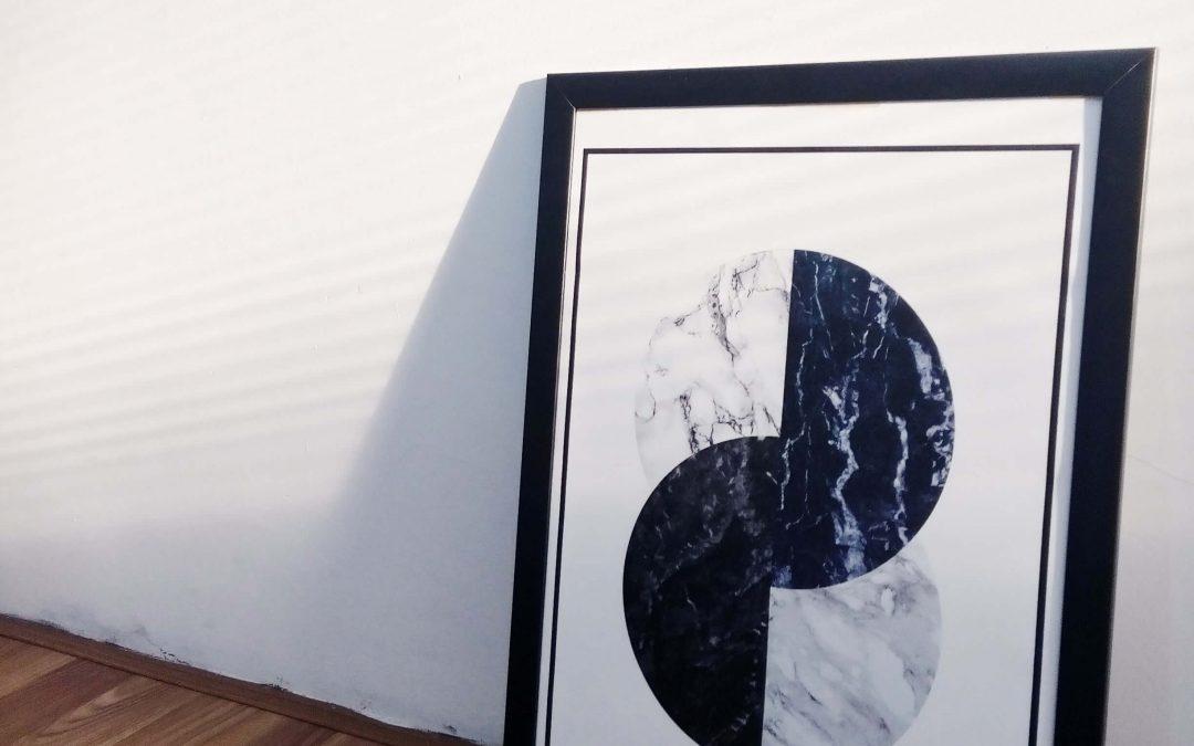 Veränderungen eines Interieurs mit Postern